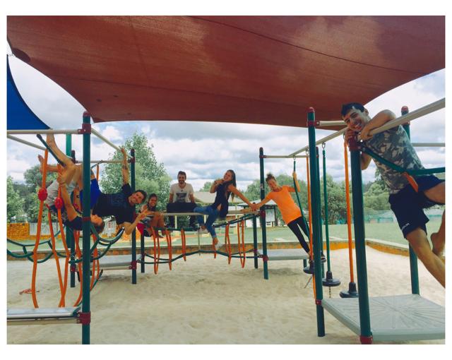 Al parco giochi.